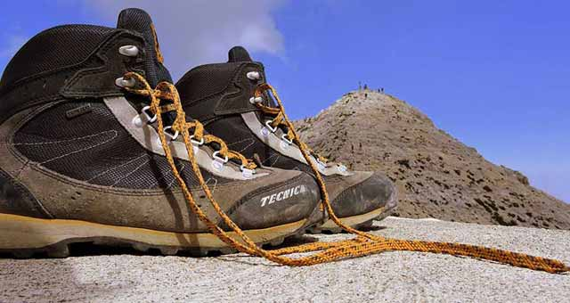 find best lightweight hiking boot for backpacking and hiking